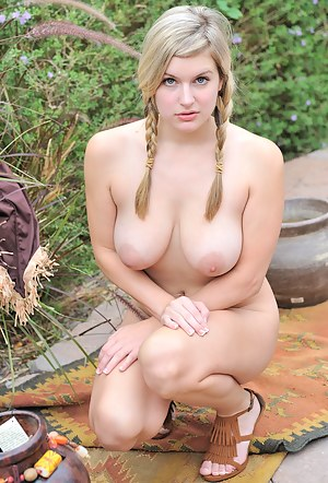 Big Boob Babe Porn Pictures